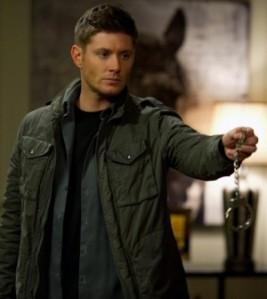 Dean holding handcuffs? Um...#yesplease