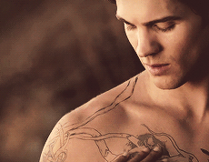Please tell me the Hunter's tat stays after they find the cure...#dayum